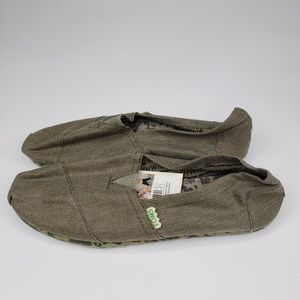 NWOT Classic Slip On Size 10 Light Gray Recyclable